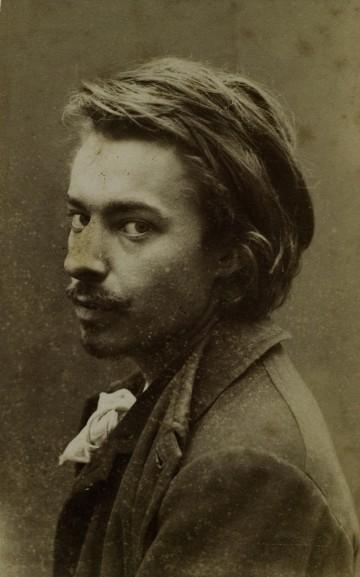 Anonyme, Portrait de Henry de Groux, s.d., épreuve photographique, 9 x 6 cm. Archives et musée de la littérature, inv. Aml 00234_0007